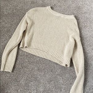 H&M slightly cropped long sleeve top